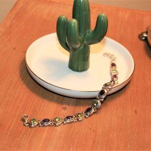 Vintage silver tone bracelet to enjoy